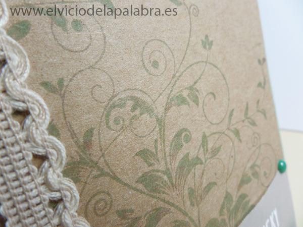 Tarjeta creativa realizada con sellos y embossing