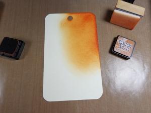 Creación en formato tag de mixed media con base de distress inks y plantillas de todo-stencil.comCreación en formato tag de mixed media con base de distress inks y plantillas de todo-stencil.com