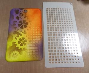 Creación en formato tag de mixed media con base de distress inks y plantillas de todo-stencil.com