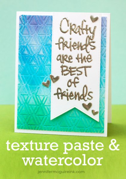 Tarjeta de Jennifer McGuire con embossing paste y watercolor