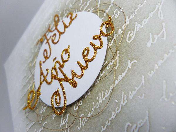 Tarjeta creativa navideña con embossing e hilo dorado