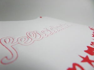 Tarjeta creativa realizada con embossing frío para La Pareja Creativa