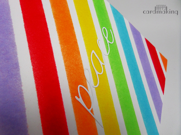 Tarjeta creativa con arcoíris realizado con polvos de terciopelo