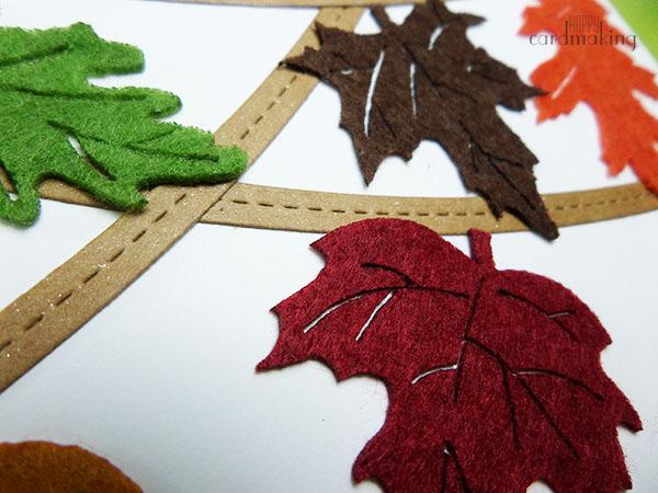 Tarjeta creativa con hojas de fieltro
