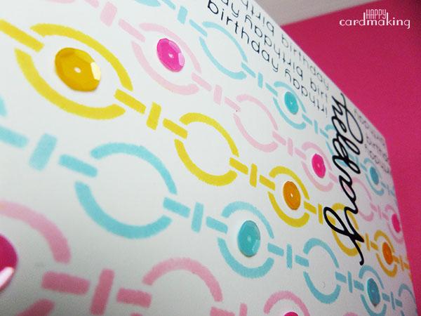 Tarjeta creativa realizada con stencil, tintas y lentejuelas