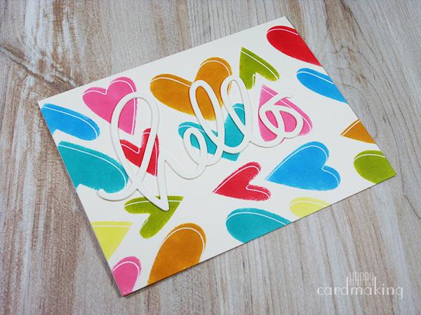 Tarjeta creativa con corazones de plantilla de cartulina