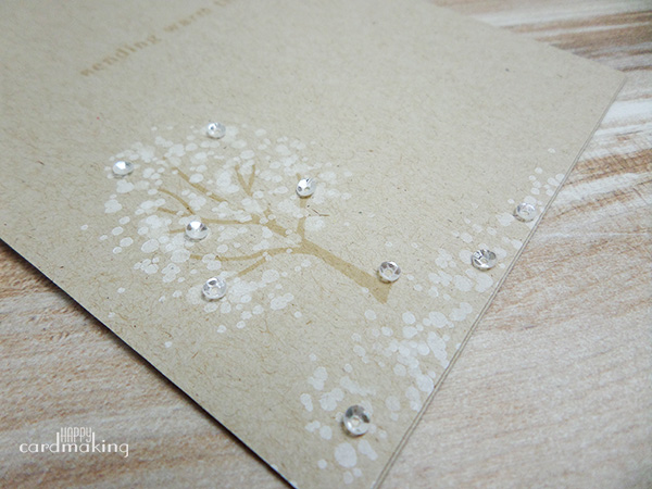 Tarjetas creativas hechas a mano con árboles otoñales estampados
