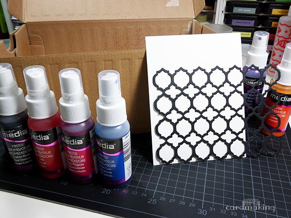 Tarjeta creativa con sprays de DecoArt