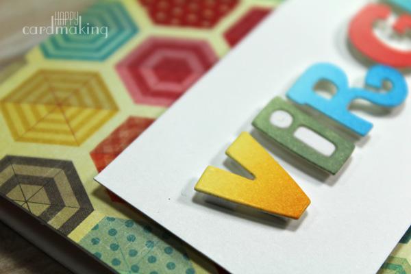 Tarjeta creativa elaborada con el troquel de Paper Smooches y tintas Distress