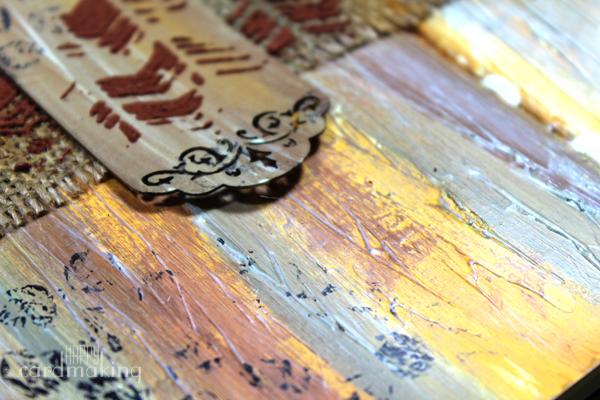 Detalle de los colores sobre la textura creada con gesso