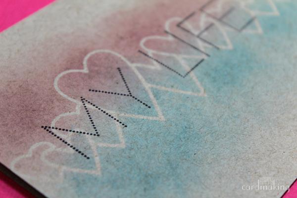 Dos tintas distress con masking paper para esta tarjeta creativa amorosa